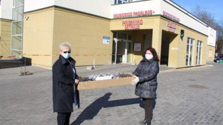 Biblioteka tęsia kilnią misiją: apsauginiai skydai perduoti Respublikinės Šiaulių ligoninės Radiologijos skyriui
