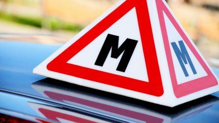 Susisiekimo ministerija: pradedantieji vairuotojai papildomus mokymus galės baigti po karantino