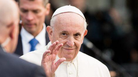 Popiežius transliuos Velykų mišias dėl koronaviruso pandemijos nuščiuvusiam pasauliui