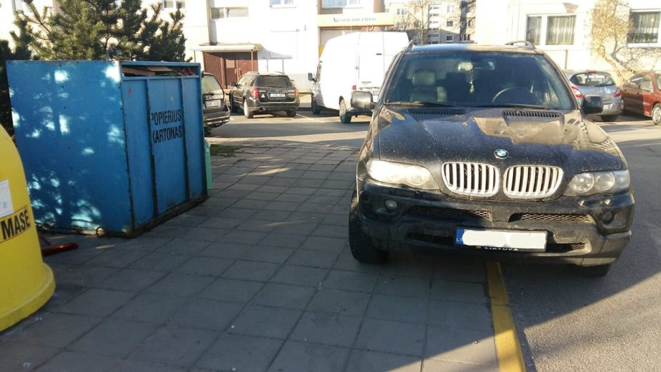 Fiksuos ne vietoje paliktus automobilius