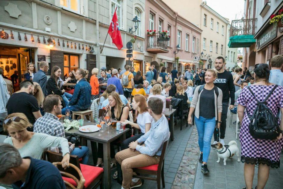 Vilniaus savivaldybė grąžins surinktas rinkliavas už lauko kavinių ir prekyviečių leidimus