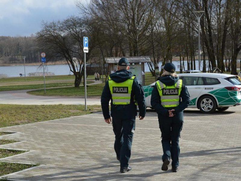 Policijos pareigūnai primena – už karantino taisyklių nesilaikymą gresia baudos