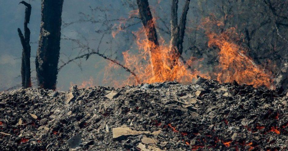 Šakų deginimas savame kieme gali baigtis ugniagesių vizitu