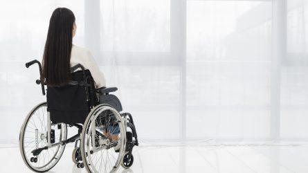 Namuose pasirūpinti negalią turinčiais negalintys artimieji turi kreiptis į savivaldybes