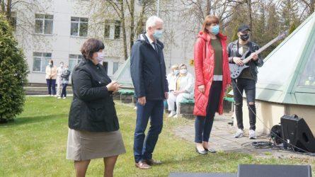 Medicinos darbuotojų šventė – prieš ligoninės langus