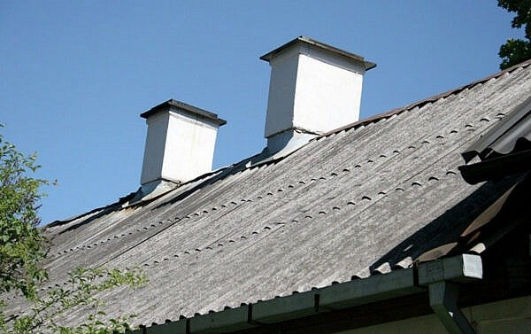 Parama asbestinių stogų dangos keitimui – iki gegužės 29 d.