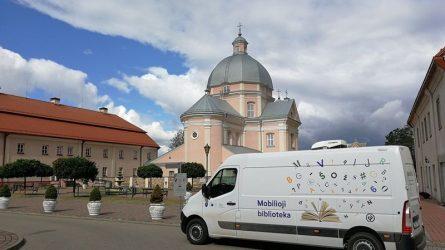 """Iniciatyva """"Varėnos rajono savivaldybės mobilioji biblioteka"""" konkurse """"Regionai: atradimų žemėlapiai"""" pripažinta viena išskirtiniausių"""