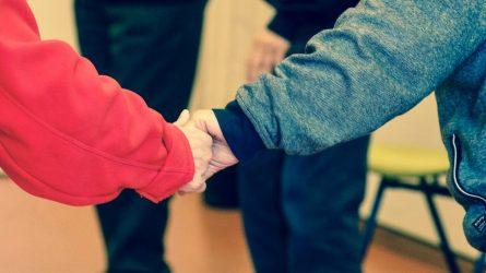 Vyresniems ir sergantiems lėtinėmis ligomis ir toliau nerekomenduojama lankytis prekybos vietose