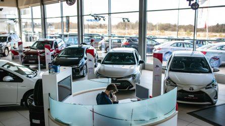"""Visoje Lietuvoje duris vėl atveria """"Toyota"""" pardavimo salonai"""