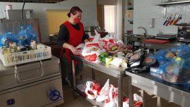 Nemokamų maisto krepšelių gavo ir moksleiviai