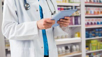 Prevenciškai dėl koronaviruso bus tiriami ir vaistininkai