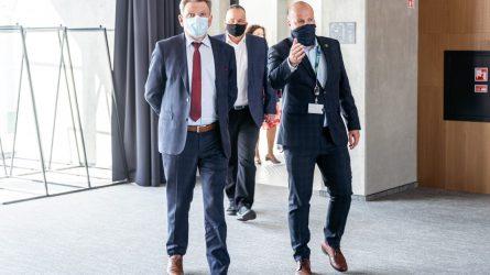 Susisiekimo ministras J. Narkevič lankėsi Vilniaus oro uoste: vykdomas pasiruošimas keleivinių skrydžių atnaujinimui