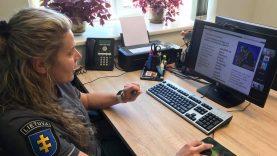 Klaipėdos apskrities bendruomenės pareigūnų bendravimas su moksleiviais nenutrūko – paskaitos vedamos nuotoliniu būdu