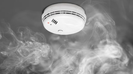 Gyventojai skatinami įsirengti dūmų signalizatorius