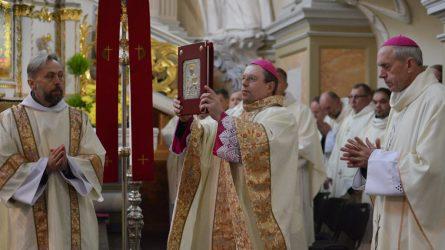 Gegužės 13-oji: po karantino atskirties džiugi Marijos dienos bendrystė
