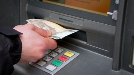 Nesigviešk bankomate rastų pinigų ar banko kortelės