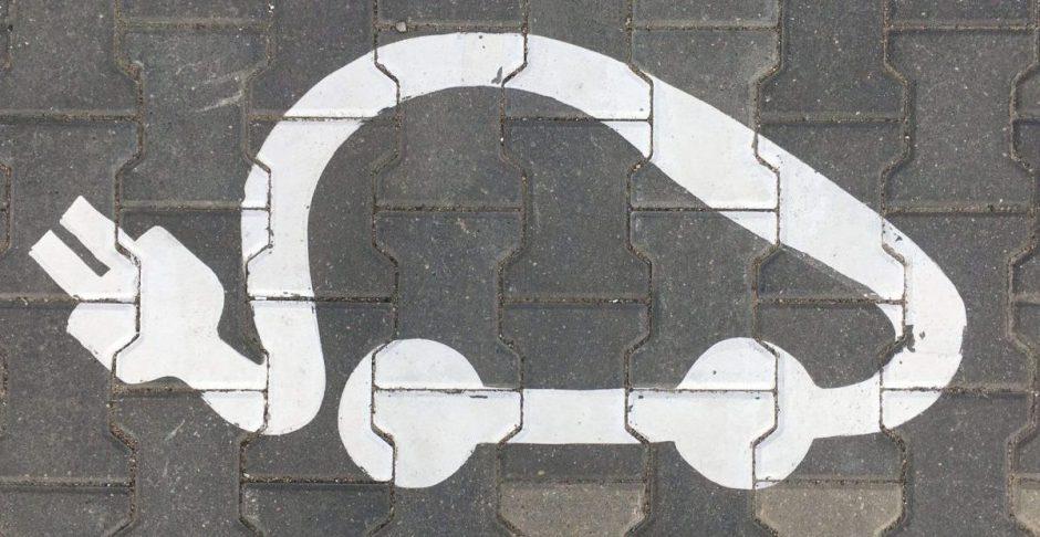 Lietuvos savivaldybėse plečiamas elektromobilių įkrovimo stotelių tinklas