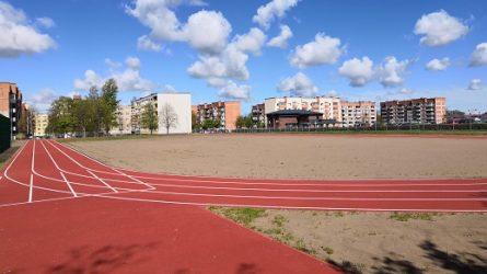 Atnaujintas Jurgio Pabrėžos universitetinės gimnazijos sporto aikštynas