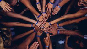 Priešinti savivaldybių socialinius darbuotojus ir NVO – geriausia valstybės padėka?