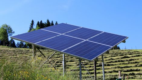 Visagine - du saulės elektrinių parkai