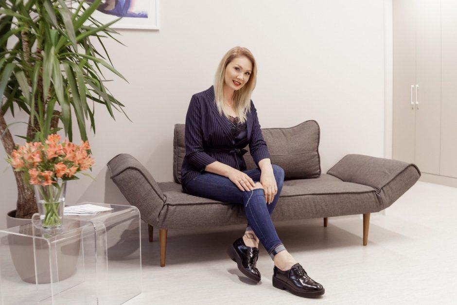 Dėl plyšusių implantų ir kontraktūros Natalija Bunkė vėl gulasi ant operacinio stalo