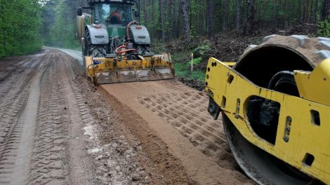 Jau birželio mėnesį Purviškių kaimą nuo Jurbarko plento bus galima pasiekti asfaltuotu keliu
