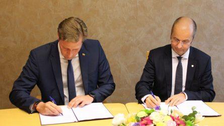 Pasirašyta sutartis Laukinių gyvūnų globos centrui įkurti