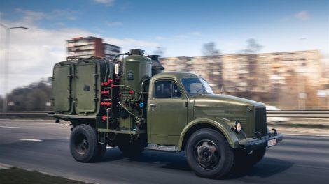 Automobiliai prieš 50 metų: be saugos diržų, užvedimas – kojomis
