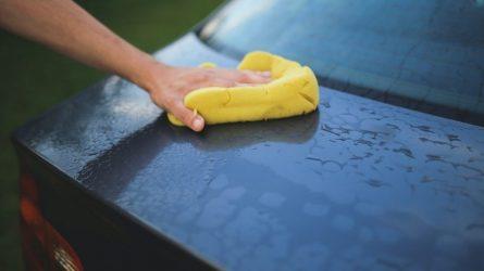 Automobilio priežiūra vasarą: kada plauti ir į ką atkreipti dėmesį?