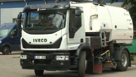 """""""Šiaulių gatvių apšvietimas"""" plečia veiklą –  valys gatves su vakuuminio valymo ir plovimo mašina"""