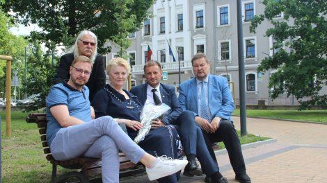 Jubiliejų atšventusi aktorė Irena Liutikaitė pasveikinta Savivaldybėje
