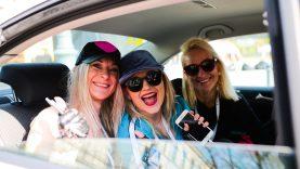 """""""Moterų ralio"""" dalyvės ragina vairuotojus nesinaudoti telefonu prie vairo"""