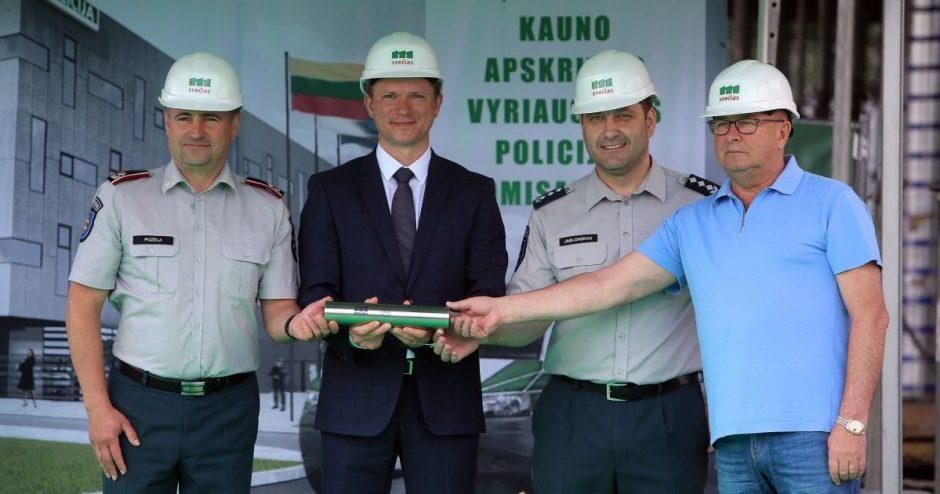 Būsimo Kauno apskrities policijos pastato statybos pradžią žymi pamatuose užkasta kapsulė