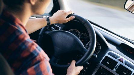 """Kokią klaidą dažniausiai daro """"automato"""" vairuotojai?"""