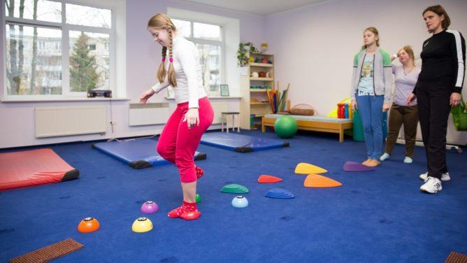 Priimtos Švietimo įstatymo pataisos: nebelieka teisinių kliūčių negalią ir specialiųjų ugdymosi poreikių turintiems vaikams mokytis kartu su visais