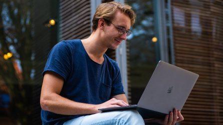 Nešiojamas kompiuteris darbui: įstrižainė, ekrano matrica bei operacinė sistema. Apžvalga