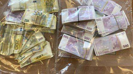 Kratų metu įvairiomis valiutomis rastas milijonas grynųjų pinigų