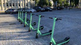 """Naujovė Panevėžyje – galimybė dalintis elektriniais """"Bolt"""" paspirtukais"""