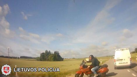 Nuo atsakomybės lakstantis kelių eismo taisyklių pažeidėjas patyrė ne vieną traumą ir  prarado teisę įsigyti vairuotojo pažymėjimą (video)