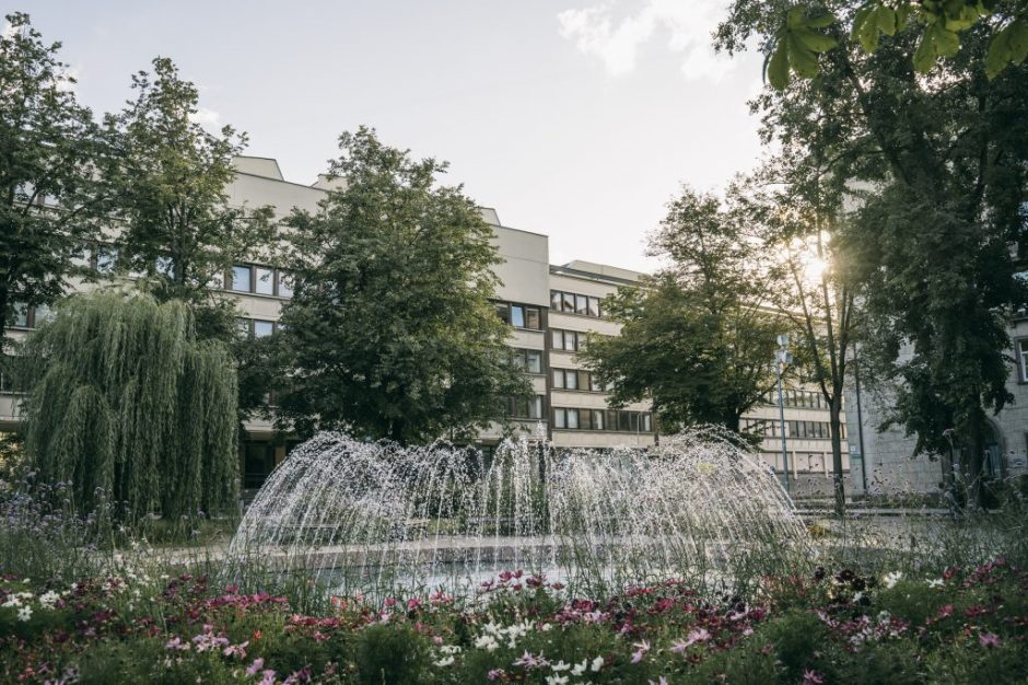 Vilniuje vėl veikia atnaujintas fontanas Vašingtono aikštėje