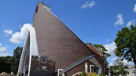 Iškilmėse pašventinti nauji Dievo namai – konsekruota Alvito Šv. Onos bažnyčia