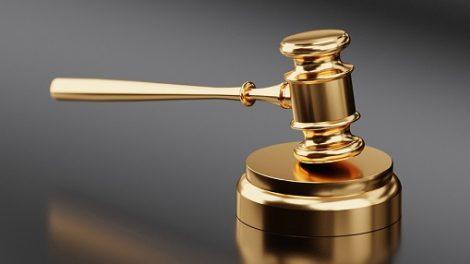 Teismas iš sutartį pažeidusio gydytojo priteisė nuostolių atlyginimą bei baudą