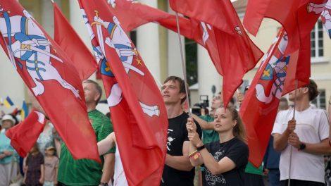 Mindaugo karūnavimo dieną Vilniuje – NATO naikintuvų skrydžiai, XIV a. Garbės sargyba ir Lietuvos kariuomenės orkestras su atkurtomis LDK uniformomis