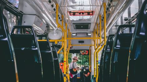 Saugantis viruso plitimo stiprinamos apsaugos priemonės viešajame transporte
