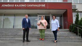 Įteiktas pirmasis Joniškio rajono garbės ambasadoriaus ženklas