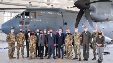 JAV investicijos patrigubino Lietuvos karinių oro pajėgų bazės pajėgumus priimti sąjungininkų orlaivius