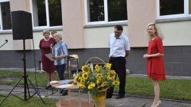 Žeimelio gimnazistams įteikti brandos atestatai