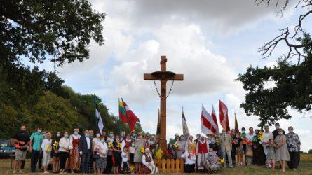 Baltijos kelio dieną pašventintas atstatytas  pakruojiečių vienybės simbolis