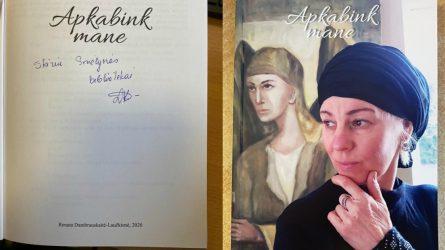 """Pristatyta Renatos Dambrauskaitės-Laučkienės knygelė ir paroda """"Apkabink mane"""""""