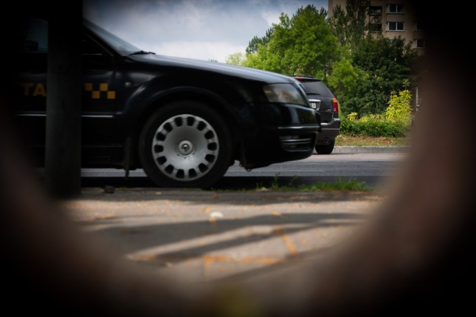 Vogtus automobilius dalimis ardę ir pardavinėję šiauliečiai lauks teismo nuosprendžio